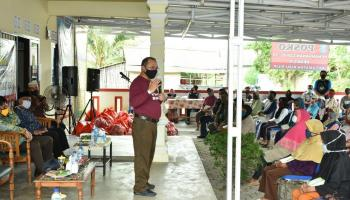 Gubernur Erzaldi Rosman Minta Warga Desa Cit Taati Aturan Pemerintah Dalam Upaya Memutus Mata Rantai Penyebaran Covid-19