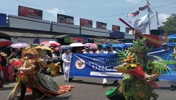 Gubernur Erzaldi Sambut Ribuan Peserta Karnaval HUT RI ke-74.