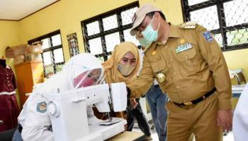 Gubernur Erzaldi Tinjau Pembangunan Fasilitas Praktik SMK Negeri 1 Sungaiselan