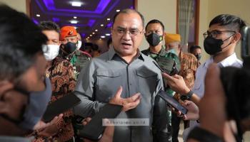 Gubernur Launching Buku Kisah H.A.S Hanandjoeddin,