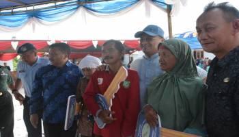 Gubernur Serahkan Rumah Layak Huni Kepada Korban Banjir Dusun Merantih Belitung Timur