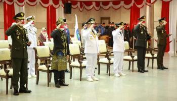 Gunakan Baju Adat Teluk Belanga, Ketua DPRD Herman Suhadi Hadiri Upacara Peringatan HUT RI