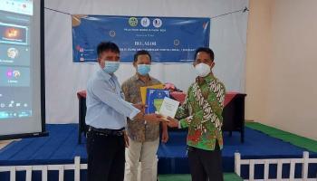 Guru Ini Sumbang Buku ke Perpustakaan Daerah Belitung Timur