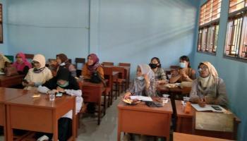 Guru Swasta Kabupaten Bangka Rapat, Rusli Berharap Bisa Setara Dengan Guru Negeri