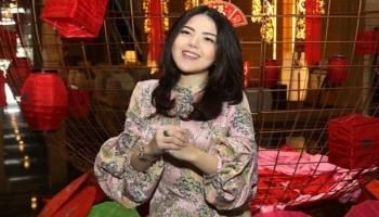 Habiskan Uang Untuk Belanja Alat Peraga Kampanye, Tina Toon Tak Bisa Siapkan Angpao