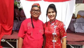 Hadiri Acara Pawai HUT RI, Ketua DPRD Bangka Bersama Istri Pakai Busana Adat Tionghoa