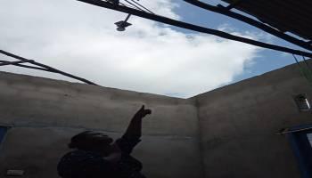 Halimah Lihat Atap Rumahnya Satu Per Satu Jatuh dan Beterbangan