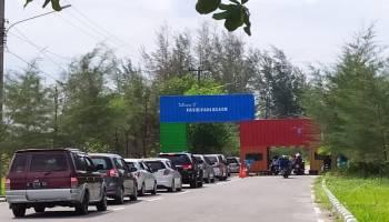 Hari Libur Terakhir Lebaran, Pantai Pasir Padi Diserbu Wisatawan Lokal