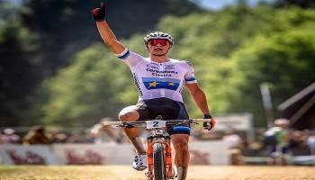 Helm Lazer Antar Atlet Raih Podium di Kompetisi Sepeda Dunia