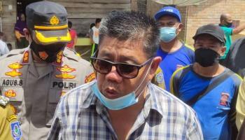Hidayat Arsani Bantu Perbaiki Rumah Korban Puting Beliung di Desa Pergam