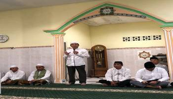 Ibnu Saleh Gelar Sajadah Fajar dan Sholat Gerhana Bulan di Masjid Baiturrohim Desa Teru