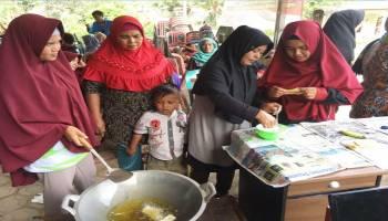 Ibu-Ibu Kota Kapur Bisa Sulap Biji Durian Jadi Kripik Maknyus
