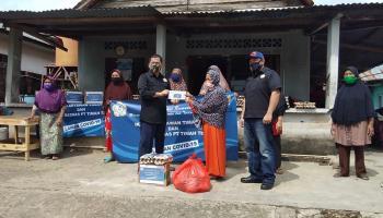 IKT Salurkan Bantuan 1400 Paket Sembako untuk Warga Kurang Mampu