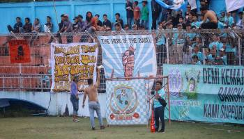 Ini Kehebohan Suporter Babel United Saat Hadir di Stadion Depati Amir Pangkal Pinang