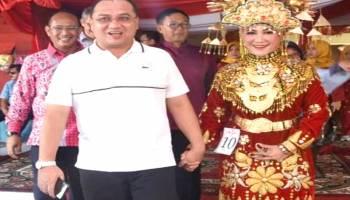 Isteri Gubernur Babel Tampil Anggun di Padang