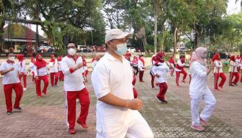Jaga Imunitas, Gubernur Erzaldi dan Istri Ikuti Senam Jantung Sehat Bersama YJI