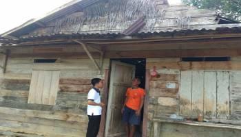 JCA Simpang Rimba Kunjungi Rumah Pak Trisno yang Hidup Sebatang Kara