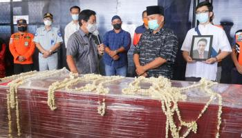 Jenazah Yulian Andika Korban Sriwijaya Air SJ-182 Tiba di Pangkalpinang