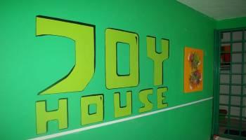 Joy House, Penginapan Milenial Murah yang Gak Murahan