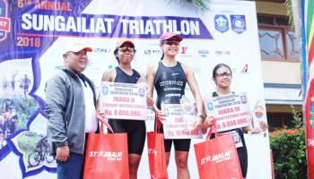 Juara Sungailiat Triathlon Jadi Kado Hari Kartini Spesial Buat Inge Prasetyo
