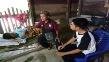 Jumat Sedekah, JCA Simpang Rimba Kunjungi Kakek Giono dan Nenek Rumini