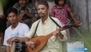 Kakek Hoiri Pemain Dambus Desa Mendo, Legenda Yang Hampir Hilang