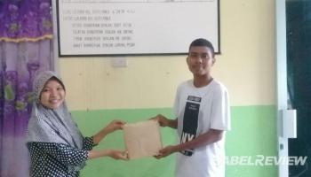 TIM KKN UBB Kelurahan Belinyu Bersama Petugas Puskesmas Bagikan Masker Ke Masyarakat