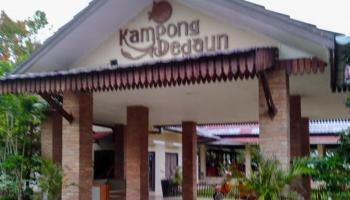 Kampong Dedaun, Nikmati Seafood Ditemani Pemandangan Pantai