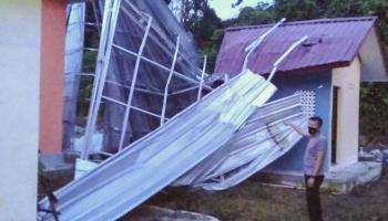 Kantor Desa Sungai Selan Rusak Parah Dihantam Puting Beliung