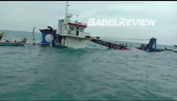 Kapal Kargo Muatan Material Bangunan Tenggelam Di Perairan Belitung