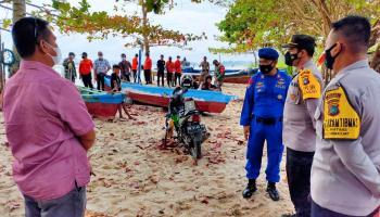 Kapal Terbalik, Nelayan Matras Ditemukan Tewas di Perairan Pantai Teluk Pikat