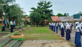 Kapolres Basel Beri Wejangan ke Siswa-Siswi yang Kembali Masuk Sekolah
