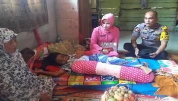 Kapolsek Dampingi Bhayangkari Ranting Namang, Beri Bantuan Langsung Bocah Korban lakalantas