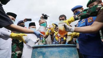 Kejati Babel Musnahkan Ribuan Botol Miras Impor Ilegal Bersama Forkopimda