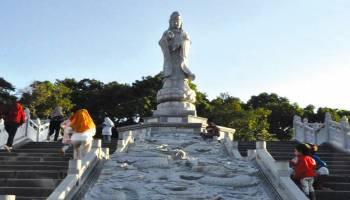 Kelenteng  Dewi Kwan Im ada Patung Setinggi 12 Meter
