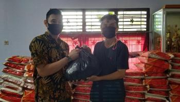 Kelurahan Parit Padang Distribusikan 657 Paket Sembako Bantuan Pemkab Bangka