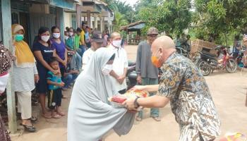 Kembali Salurkan Bansos, 150 KK Desa Keretak Dapat Bantuan Beras dari Didit Srigusjaya dan H. Kora