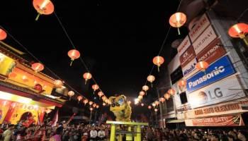 Kemeriahan Malam Tahun Baru Imlek di Pangkalpinang Dalam Deretan Foto
