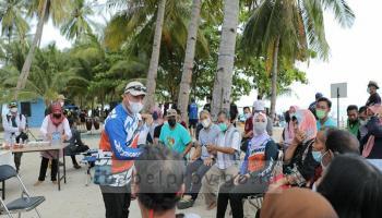 Kenang Memori Masa SMA, Gubernur Ajak Guru Reuni ke Pulau Ketawai