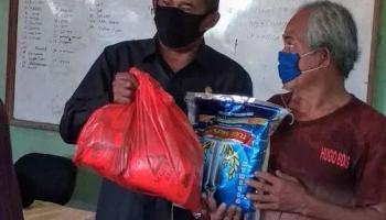 Ketua DPRD Bersama Bupati Bangka Salurkan Ratusan Paket Sembako dan Masker