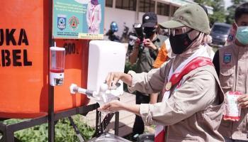 Ketua Kwarda Babel Resmikan Bantuan Intalasi Alat Cuci Tangan di Pasar Modern Koba