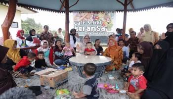 Ketua TP PKK Babel Kunjungi Cafe Sehat Simpang Pesak