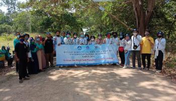 KKN UBB Desa Batu Beriga Bersama Pokdarwis Larang Wisatawan Tanpa Masker Masuk Pantai