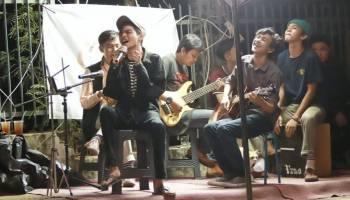KMT Project Rayakan Hari Kasih Sayang Bareng Kopi, Musik, dan Teman