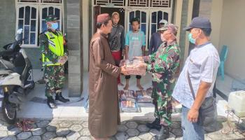 Koramil 0413-6/Sungailiat Berikan Sembako Untuk 12 Keluarga ODP Isolasi Covid-19