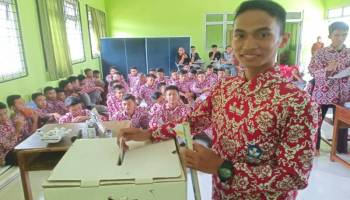 KPU Bangka Sosialisasi Pencoblosan di SMAN I Puding Besar