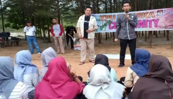 KPU Bangka Sosialisasikan Pemilu 2019 di Pantai Mang Kalok