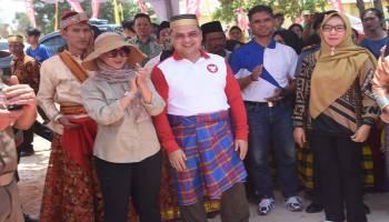 Kunjungi Festival Sadai Culture, Gubernur dan Istri Disambut Adat Bugis
