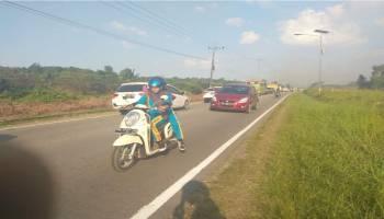 Lahan Pinggir Jalan Terbakar, Pengendara Tidak Berani Lewat