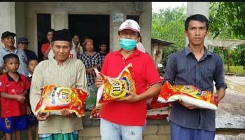 Lanjutkan Aksi Sosial, Didit dan H. Kora Salurkan Bantuan ke Warga Dusun Sadap dan Panang